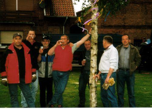 Maibaumpflanzer 2007.jpg